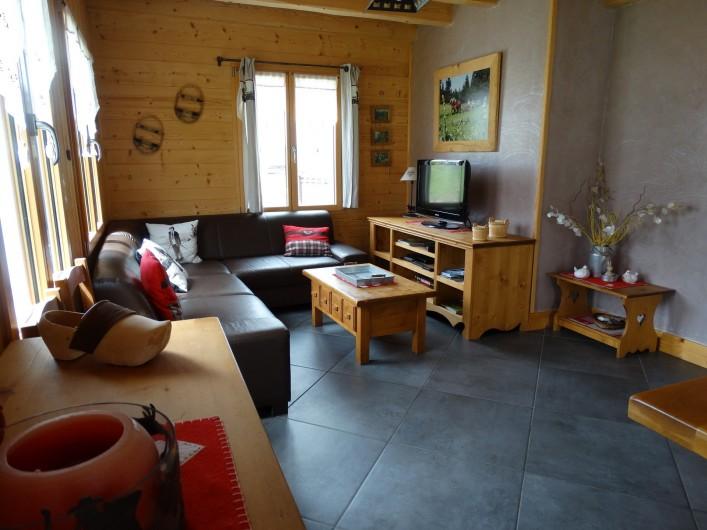 Location de vacances - Chalet à Chapelle-des-Bois - pièce à vivre