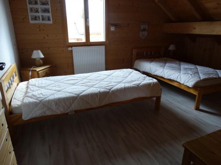 Location de vacances - Chalet à Chapelle-des-Bois - chambre 4 étage, lits 90