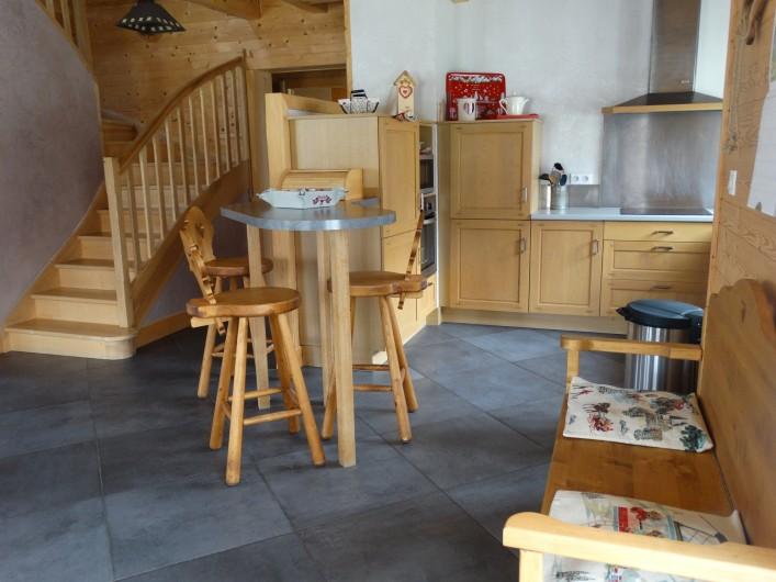 Location de vacances - Chalet à Chapelle-des-Bois - cuisine ouverte