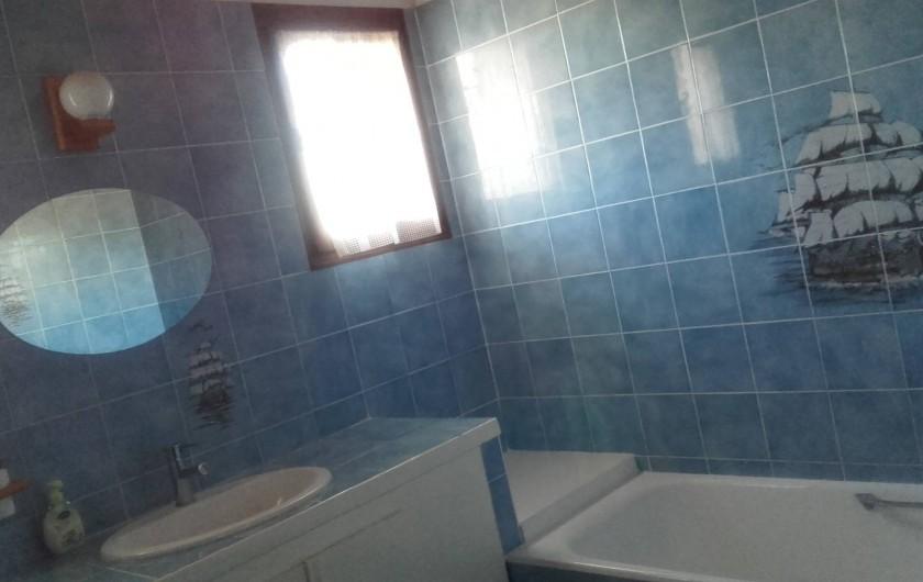 Location de vacances - Villa à Hyères - avec baignoire