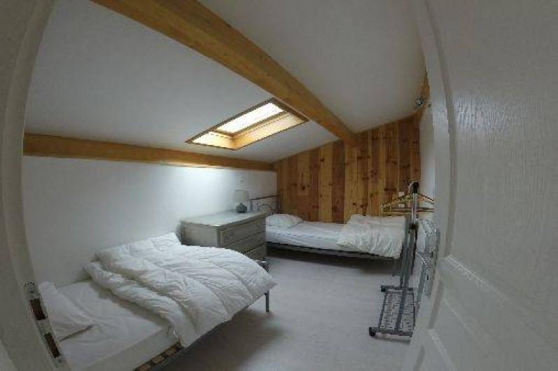 Location de vacances - Gîte à Vagnas - Chambre 2 lits en 90