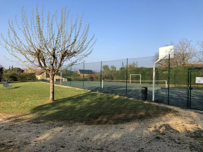 Location de vacances - Villa à Proissans - Le terrain multi-sport communal accessible à tous.