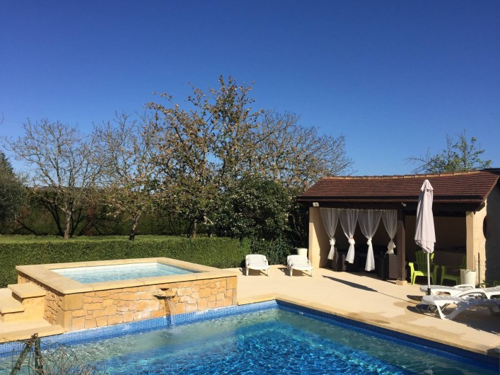 Location de vacances - Villa à Proissans - Le pool house avec son salon de détente
