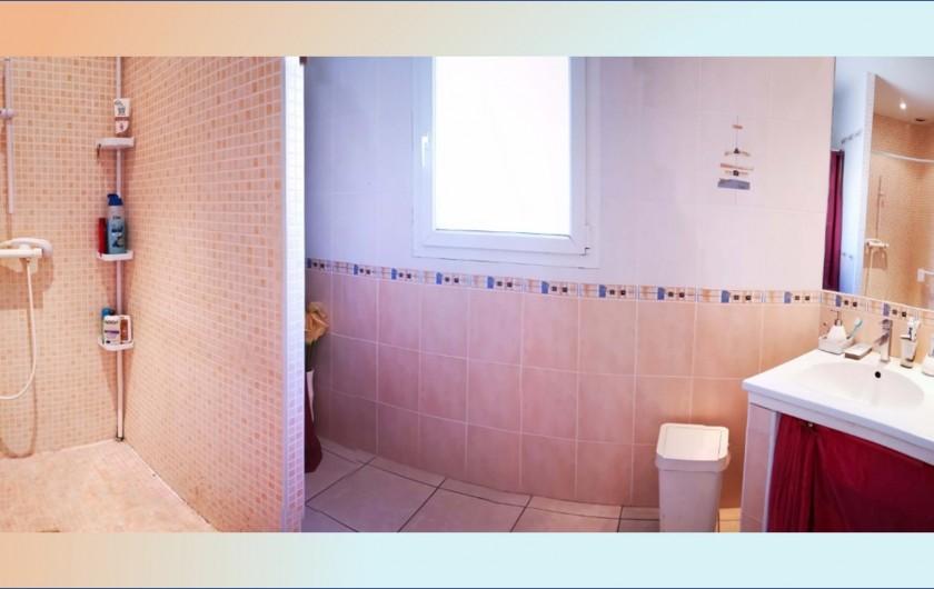 Location de vacances - Villa à Le Grau-du-Roi - Salle de bain avec douche à l'italienne et 2 vasques