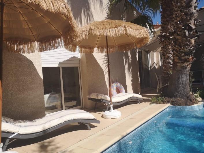 Location de vacances - Villa à Le Grau-du-Roi - Autour de la piscine