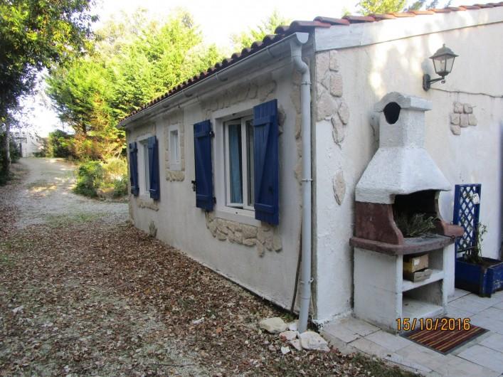 Location de vacances - Villa à La Cotinière - vue 3/4 arriere