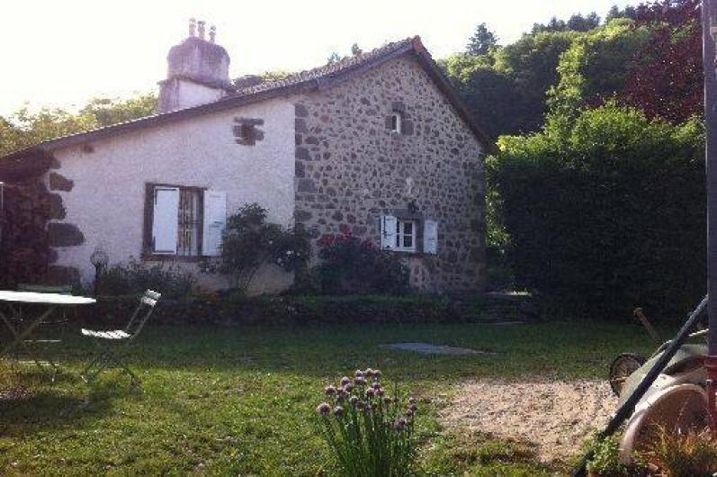 Location de vacances - Gîte à Aurillac - La Fenêtre de la Chambre 1 du Rez de Chaussée et celle de la Cuisine