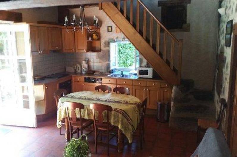 Location de vacances - Gîte à Aurillac - La cuisine intégrée