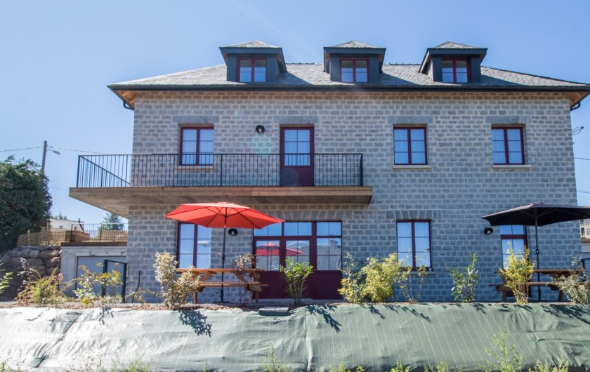 Location de vacances - Gîte à Besse-et-Saint-Anastaise - GRANIT ROSE ET BLEU RDC, GRANIT GRIS MILIEU, GRANIT NOIR SOUS TOIT