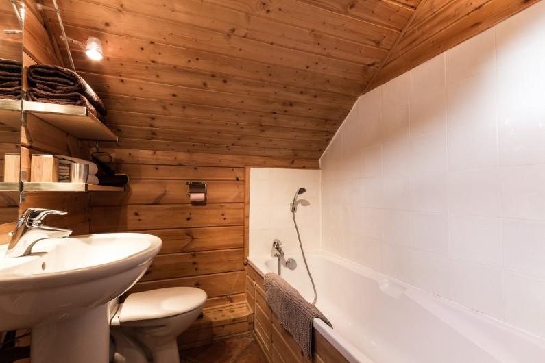 Location de vacances - Chalet à La Joue du Loup - Chalet Sylvaine - Salle de bain