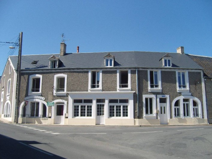 Location de vacances - Gîte à Sainte-Honorine-des-Pertes - Vue extérieure des 3 Gîtes