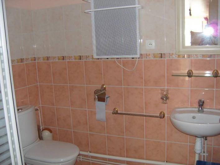 Location de vacances - Gîte à Sainte-Honorine-des-Pertes - Salle d'eau du Gîte C