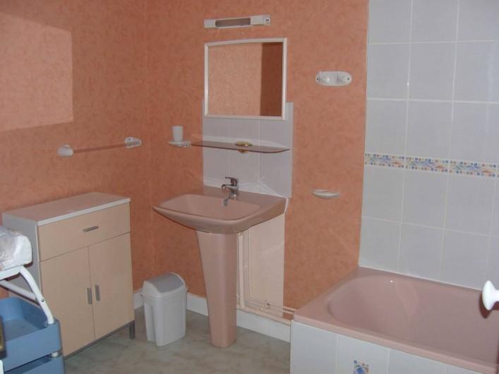 Location de vacances - Gîte à Sainte-Honorine-des-Pertes - Salle de bain du Gîte A
