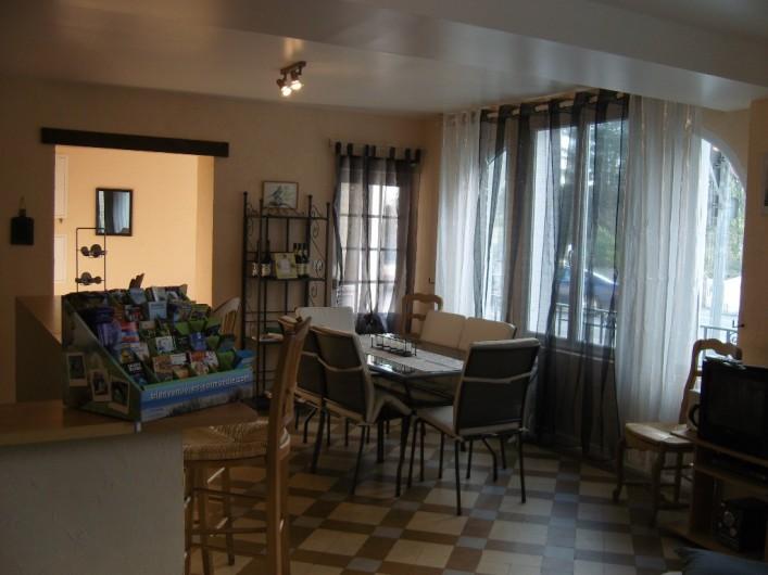 Location de vacances - Gîte à Sainte-Honorine-des-Pertes - Salon séjour du Gîte C