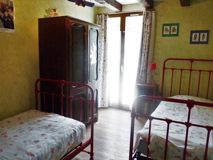 Location de vacances - Appartement à Ban-de-Laveline - chambre 2 lits de 90 moyen gîte