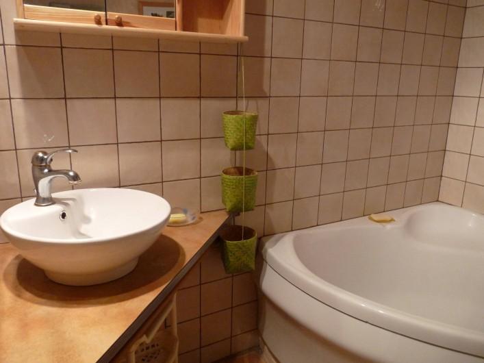 Location de vacances - Appartement à Ban-de-Laveline - salle de bains moyen gîte
