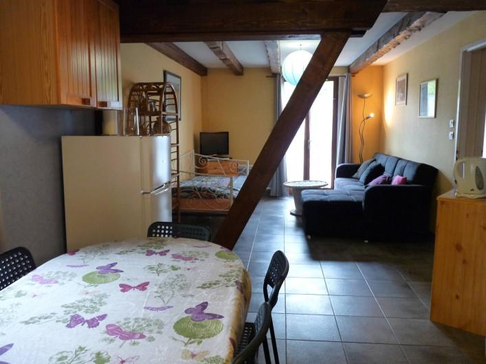 Location de vacances - Appartement à Ban-de-Laveline - coin repas et coin salon petit gîte