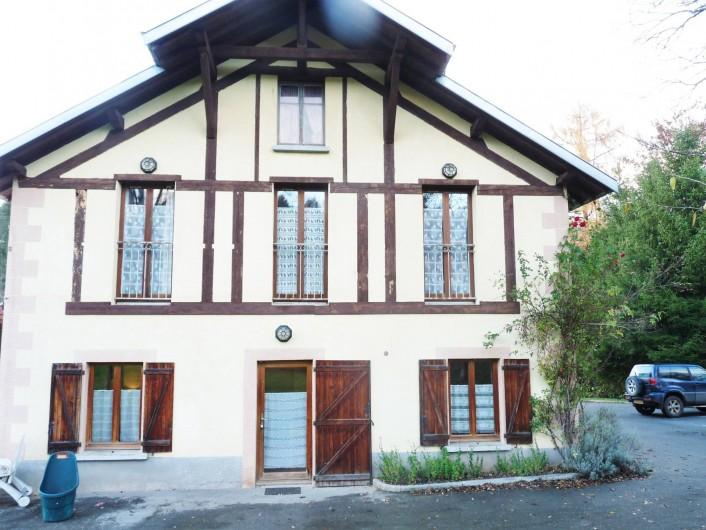 Location de vacances - Appartement à Ban-de-Laveline - au rez de chaussée grand gite au premier petit et moyen gite à droite parking