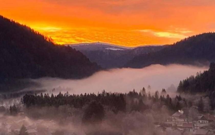 Location de vacances - Appartement à Ban-de-Laveline - coucher de soleil sur la ligne bleue des Vosges