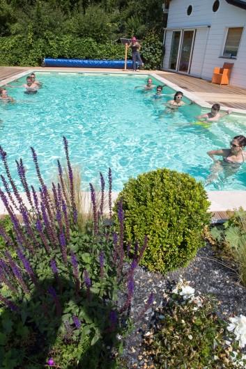 Location de vacances - Chalet à Rieupeyroux - Piscine avec jardinière