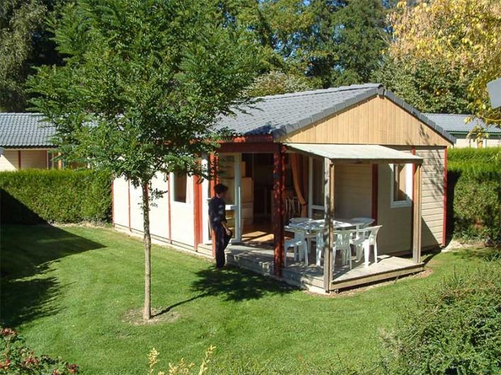 Location de vacances - Chalet à Rieupeyroux - Chalet dans son espace vert