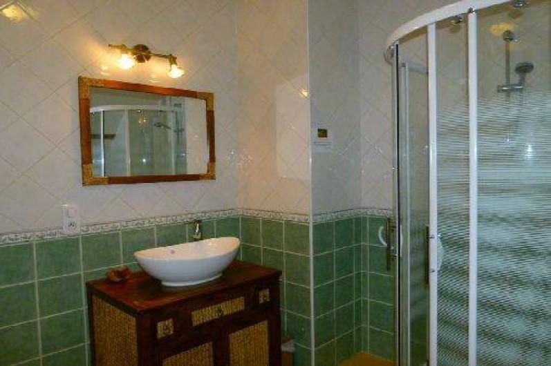 Location de vacances - Gîte à Outines - Vaste Salle de bains Chambre Les Grues cendrées