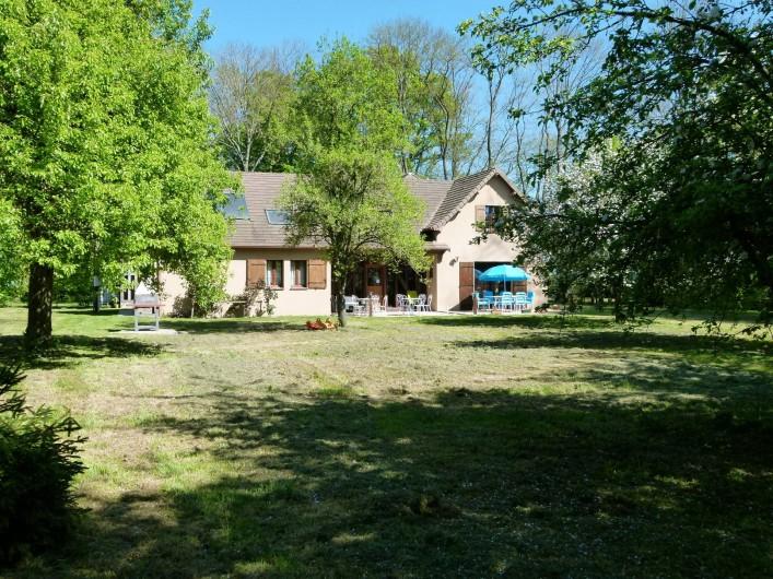 Location de vacances - Gîte à Outines - Vaste parc boisé et jardin de 1 ha