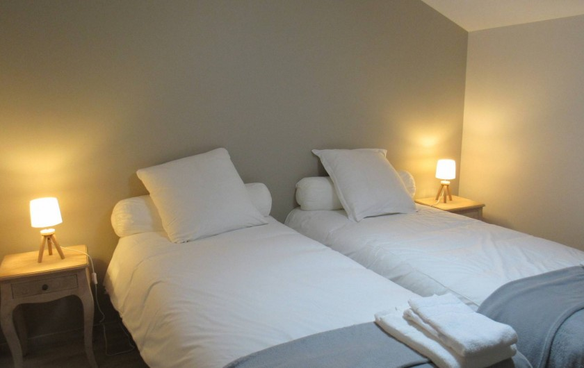 Location de vacances - Gîte à Lougratte - une des 5 chambres du gîte Loukia 11 personnes