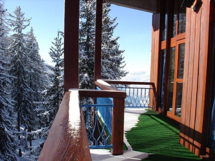 Location de vacances - Appartement à Les Arcs - Terrasse  -12 m²- accès par la cuisine et la chambre lit superposé.  N/E