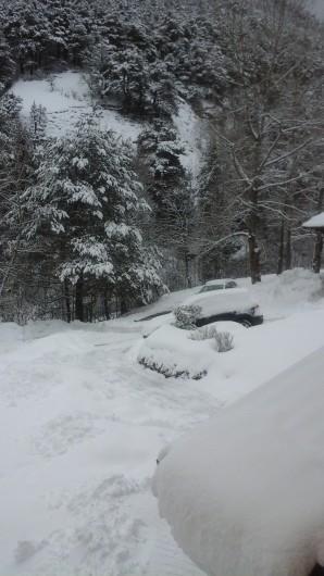 Location de vacances - Appartement à Séez - arrivée dans la copropriété en hiver