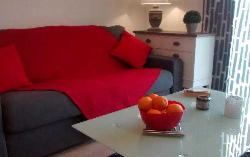 Location de vacances - Appartement à Calvi - salon donnant sur terasse baie vitrée