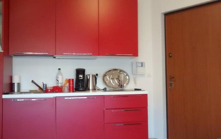 Location de vacances - Appartement à Calvi - cuisine entièrement équipé
