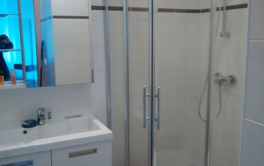 Location de vacances - Appartement à Calvi - salle de bain