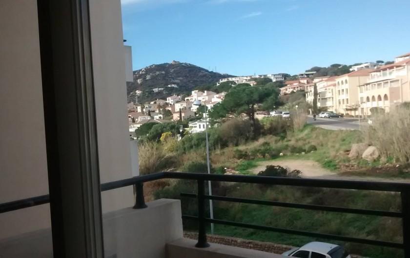 Location de vacances - Appartement à Calvi - terasse vue montagne