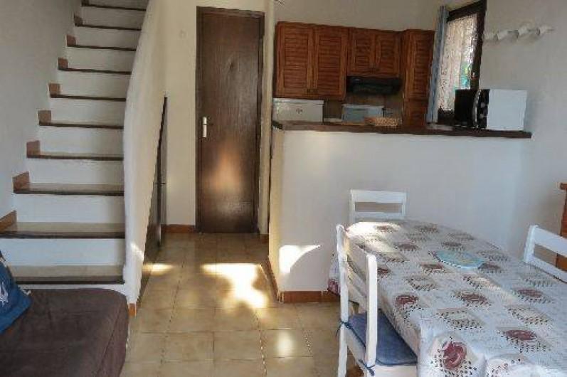 Location de vacances - Villa à Conca - Séjour et cuisine américaine