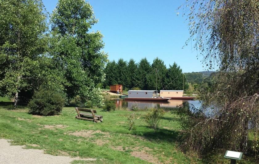 Location de vacances - Bateau à Chamberet - Promenade autour de l'étang