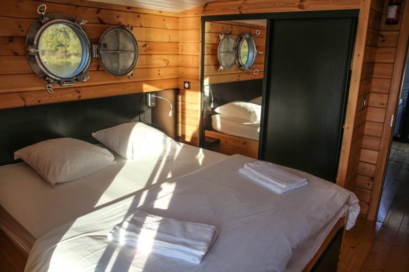 Location de vacances - Bateau à Chamberet - Chambre de la toue cabanée