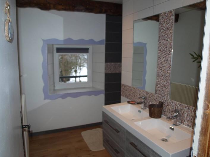 Location de vacances - Gîte à Corcieux - Salle de bain à l'étage