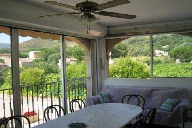 Location de vacances - Villa à Le Plan-de-la-Tour - SEJOUR avec vue sur les vignes