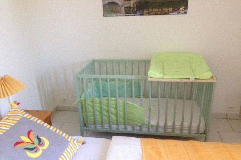 Location de vacances - Gîte à Corgnac-sur-l'Isle - Lit bébé sur demande dans chambre 2