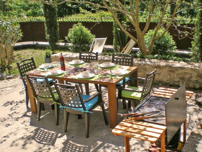 Location de vacances - Gîte à Tharaux - Salle à manger d'été,  sa plancha