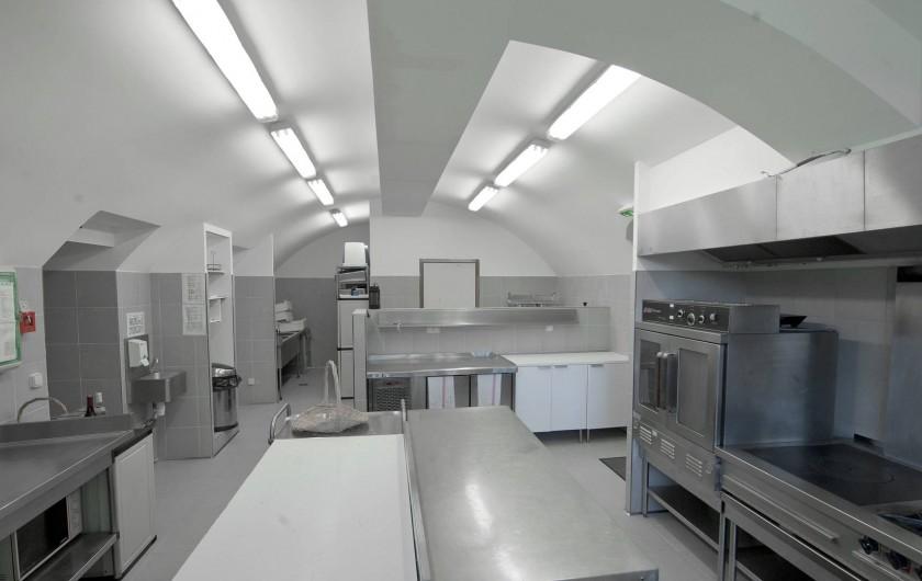 Location de vacances - Gîte à Mirabel-et-Blacons - cuisine professionnelle toute équipée pour les traiteurs