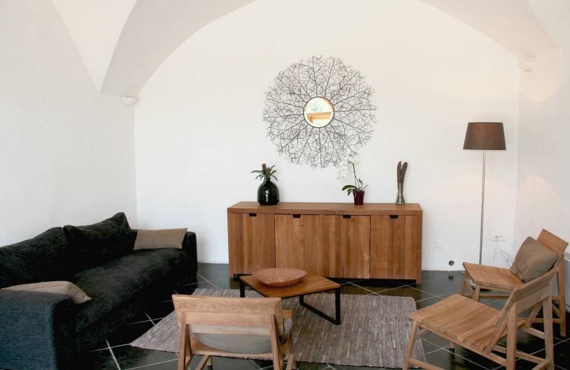 Location de vacances - Gîte à Mirabel-et-Blacons - Salon en rez de jardin