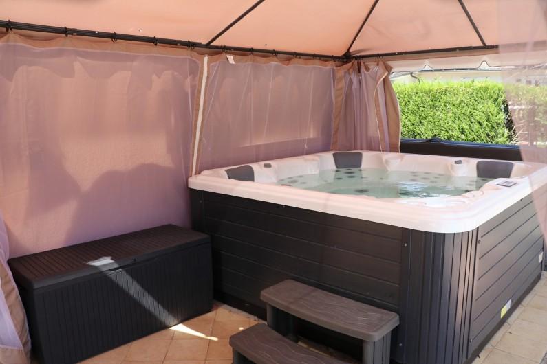 Location de vacances - Appartement à Nazelles-Négron - Jacuzzi