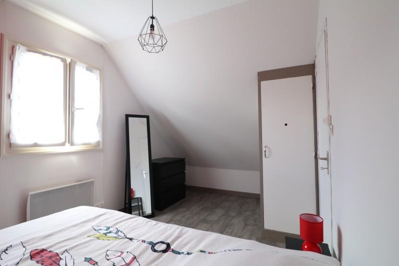 """Location de vacances - Appartement à Nazelles-Négron - Chambre """"parentale"""""""
