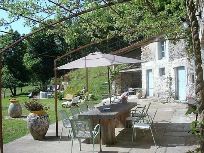 Location de vacances - Mas à Courniou - la terrasse