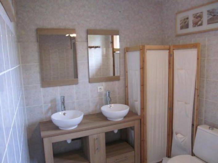 Location de vacances - Maison - Villa à Mauzac-et-Grand-Castang - salle de bain 1er étage avec douche et wc