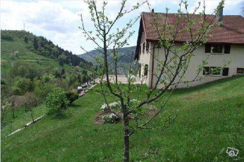 Location de vacances - Chambre d'hôtes à Le Menil - maison avec vue sur le village