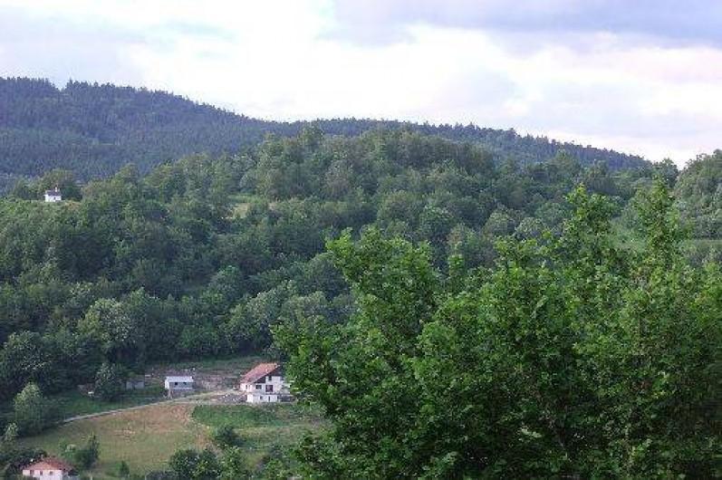 Location de vacances - Chambre d'hôtes à Le Menil - vue sur la maison