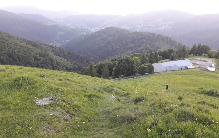 Location de vacances - Chambre d'hôtes à Le Menil - vue depuis le drumont